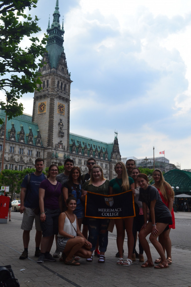 Merrimack students in front of the Hamburg Rathaus